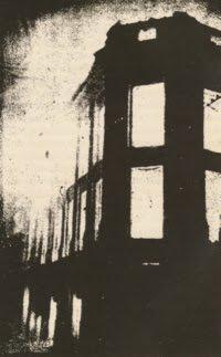 """Incendio del edificio de El Comercio por efecto del impacto de la transmisión del programa """"La Guerra de los Mundos"""" (1949)"""
