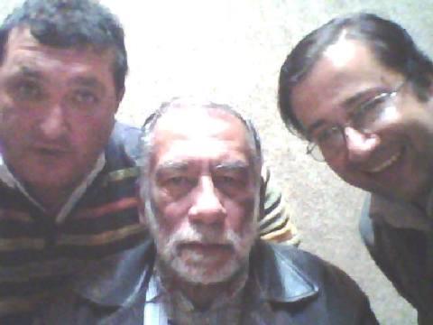 El escritor de ciencia ficción ecuatoriana, Jorge Miño; el editor de la revista El Búho, Omar Ospina; y el director del programa radial Fahrenheit 451, Juan Carlos Cabezas