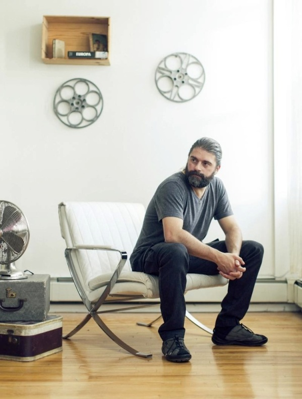 Sebastián Cordero en el set donde se filmó Europa Report.