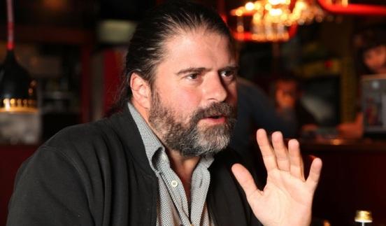El director de cine escogió como locación para la entrevista una casa abandonada del barrio La Floresta, en el centro norte de Quito.