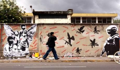 Graffiti callejero en Quito: Stencil de protesta contra las guerrillas en Quito; tomado de Nambrena Urbano (http://nambrenaurbano.blogspot.com/2010/11/stencil-y-algo-mas.html)