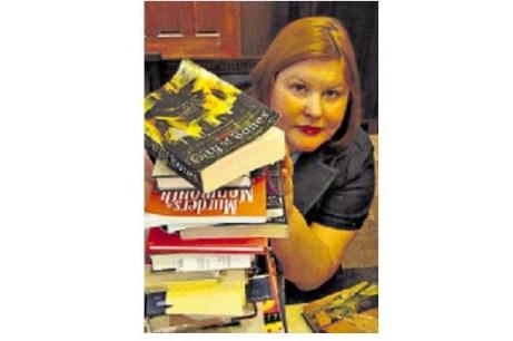 Actualmente Clare trabaja en tres trilogías sobre los cazadores de demonios.
