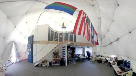 El domo ubicado en las estribaciones de un volcán en Hawái no sobrepasa los 11 metros de diámetro. Aquí vivirán los voluntarios en Marte por varios meses. Cortesía: NASA