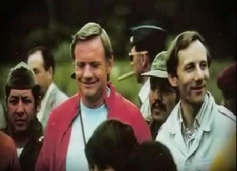 Fotograma del booktrailer Unvralº. En la foto el astronauta Neil Armstrong y Stan Hall y su visita a la Cueva de los Tayos en Ecuador en 1976.