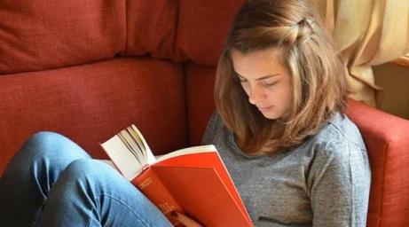 En Ilvem, el grupo de jóvenes a partir de los 15 años recibe técnicas de estudio para mejorar su rendimiento y lectura. Foto: Eduardo Terán / EL COMERCIO.