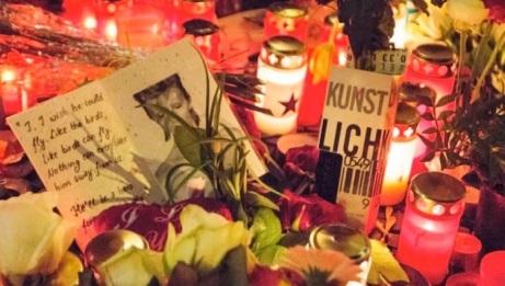 Homenaje a David Bowie en las afueras del edificio donde vivió durante su etapa en Berlín. Foto: Pablo Rojas/Alma Nachmann.