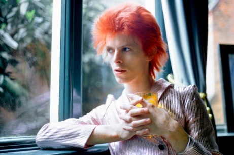 David Bowie por Mick Rock (http://www.konbini.com/us/lifestyle/fearless-faces-david-bowie-most-daring-looks/)