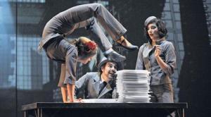La narrativa del espectáculo se transmite a través de la agilidad y coordinación de los performances. Foto: Cortesía Teatro Sucre.