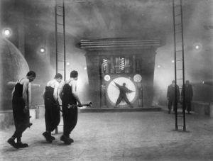 Trabajadores en el mundo subterráneo de Metrópolis (fotograma del film).