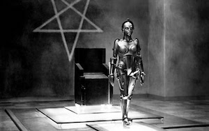 """Robot-mujer en """"Metrópolis"""" (fotograma)."""